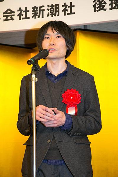 『レプリカたちの夜』で第二回新潮ミステリー大賞を受賞した一條次郎氏