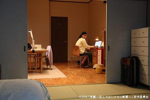 女子大生の久保さん(橋本愛)の部屋