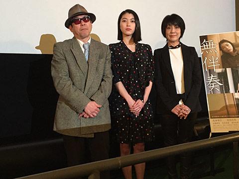 映画『無伴奏』の舞台である仙台で行われた特別試写にて。右から原作者の小池真理子さん、出演者の成海璃子さん、矢崎仁司監督