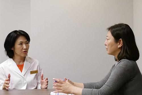 船曳美也子医師と甘糟りり子氏