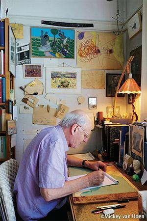 自宅の仕事場で。右上の「衝突」の絵は、現在アーティストとして活躍する息子のボリスが3~4歳のときに描いたもの。