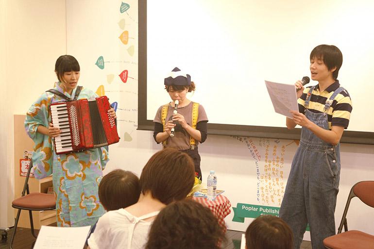 8/12には神保町・ブックハウスカフェにて、関西出身のナカオさんとドーリーさんによるおたのしみトークショーが開催されました