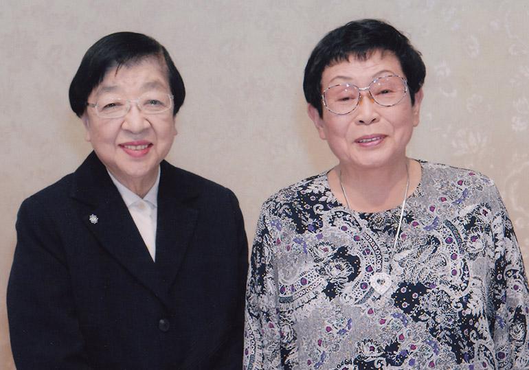 プロデューサー・演出家の石井ふく子さんと脚本家の橋田壽賀子さん