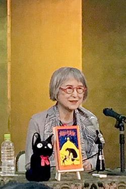 国際アンデルセン賞・作家賞受賞の記者会見でお話される角野栄子さん