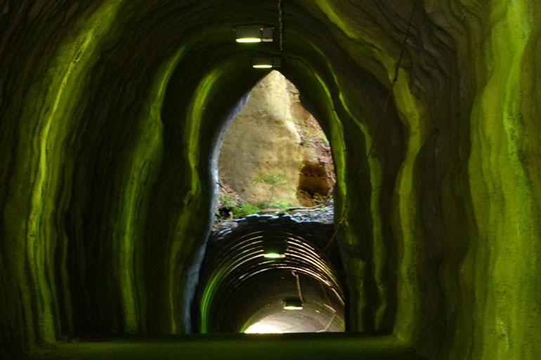 千葉県の養老渓谷にある向山トンネル