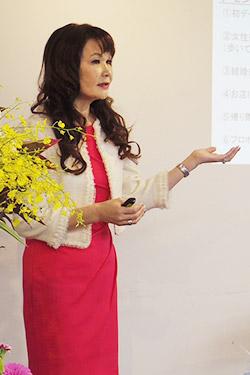 結婚相談所マリーミーの代表で、カリスマ婚活アドバイザー・植草美幸さん