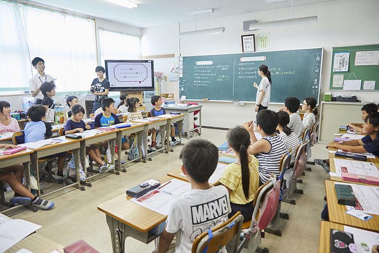 『答えのない道徳の問題 どう解く?』を活用した授業風景