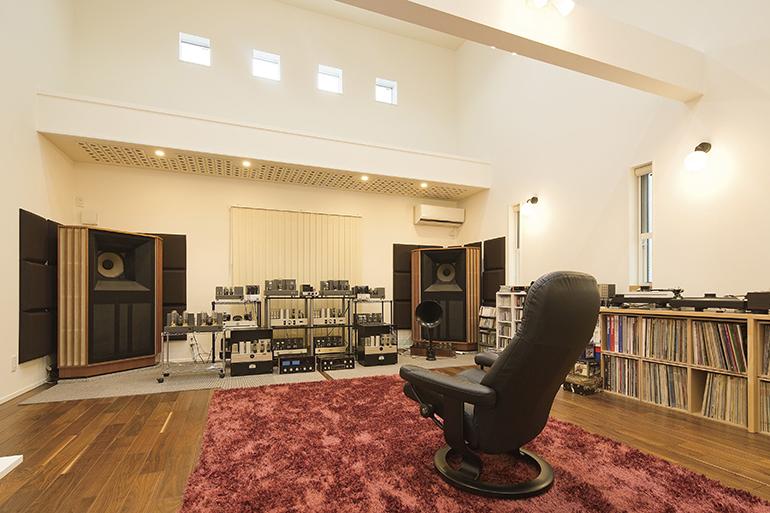 SUNVALLEY audio製品がずらりと並ぶ高山氏のリスニングルーム