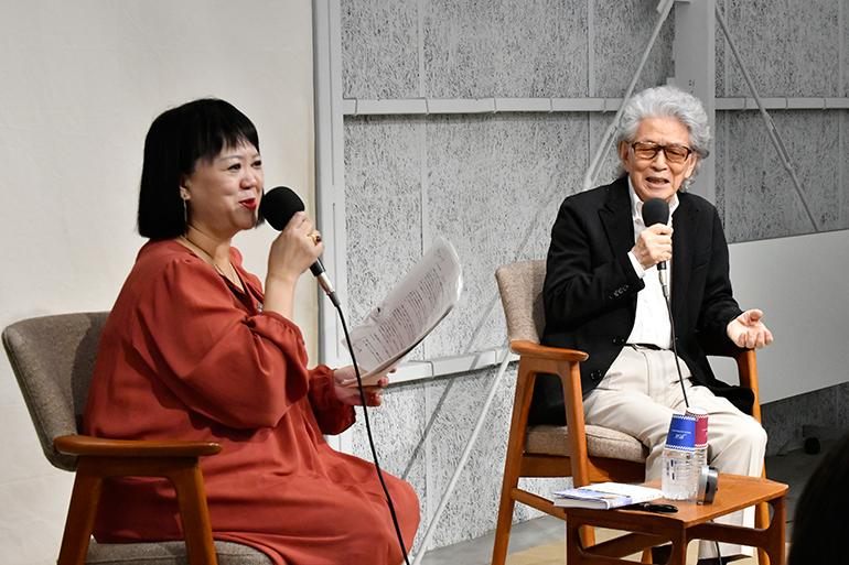 五木寛之さん(右)と中瀬ゆかりさん(左)