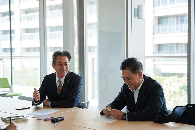 (写真左から)相澤冬樹さん、鎌田靖さん